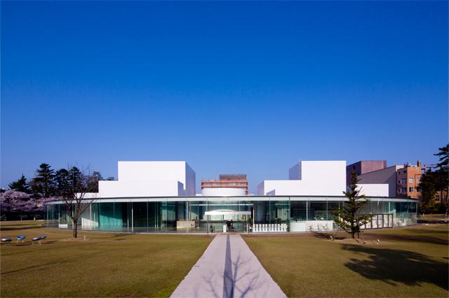 晴れた日の21世紀美術館