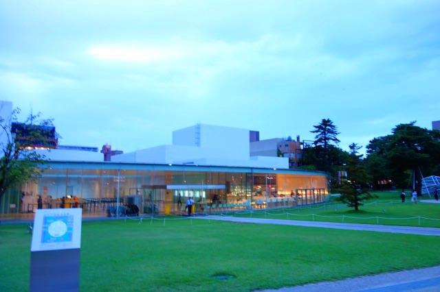 夕暮れの21世紀美術館