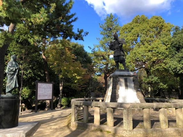 清洲城の信長公銅像