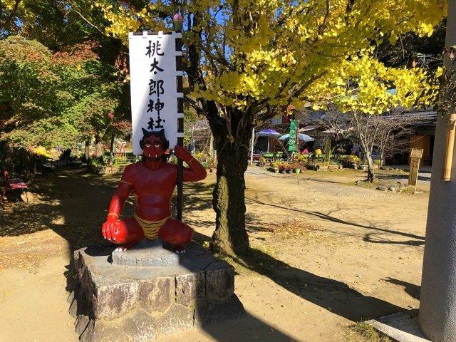 桃太郎神社の赤鬼