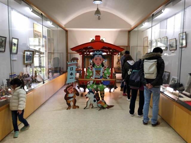 桃太郎神社の宝物館の資料