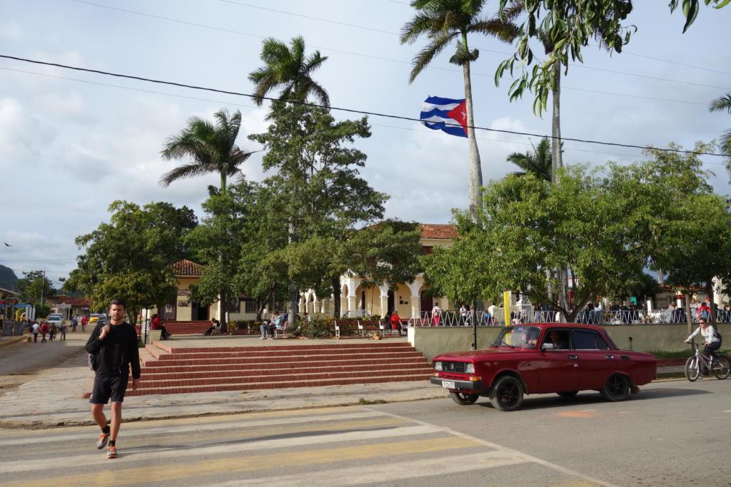 キューバ「ビニャーレス渓谷」の広場
