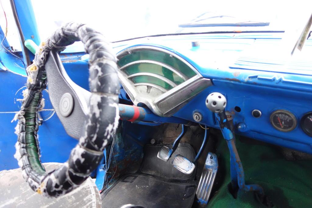 キューバのクラシックカーの運転席