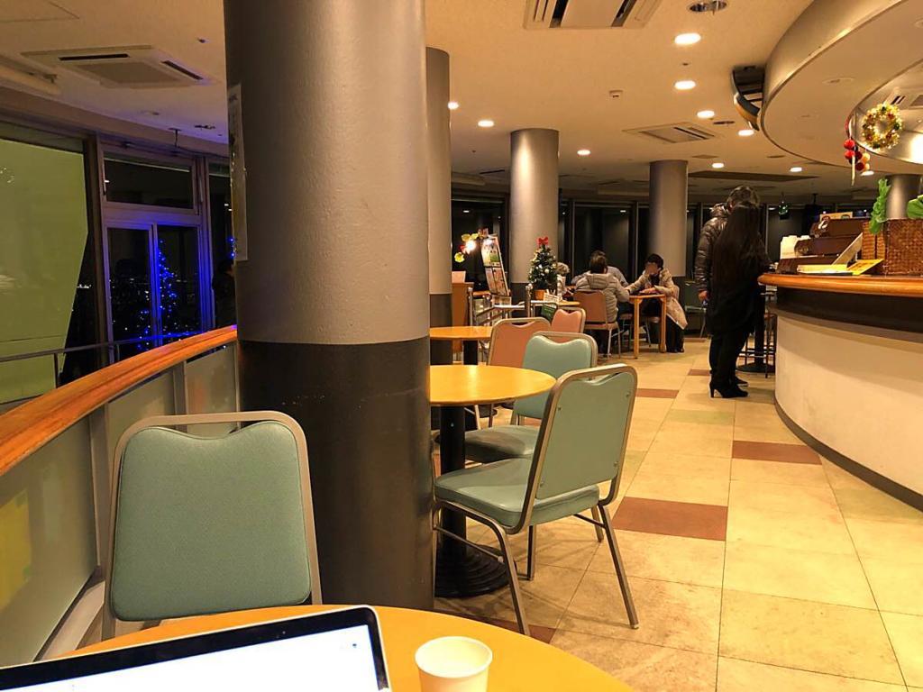 ツインアーチ138のカフェから見た夜景